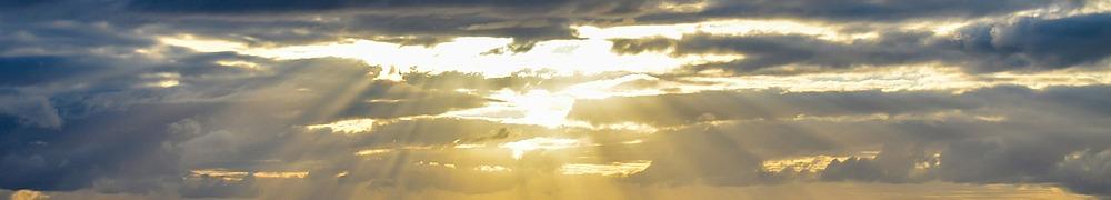 Zeichen der Hoffnung - Sonne bricht durch die Wolken