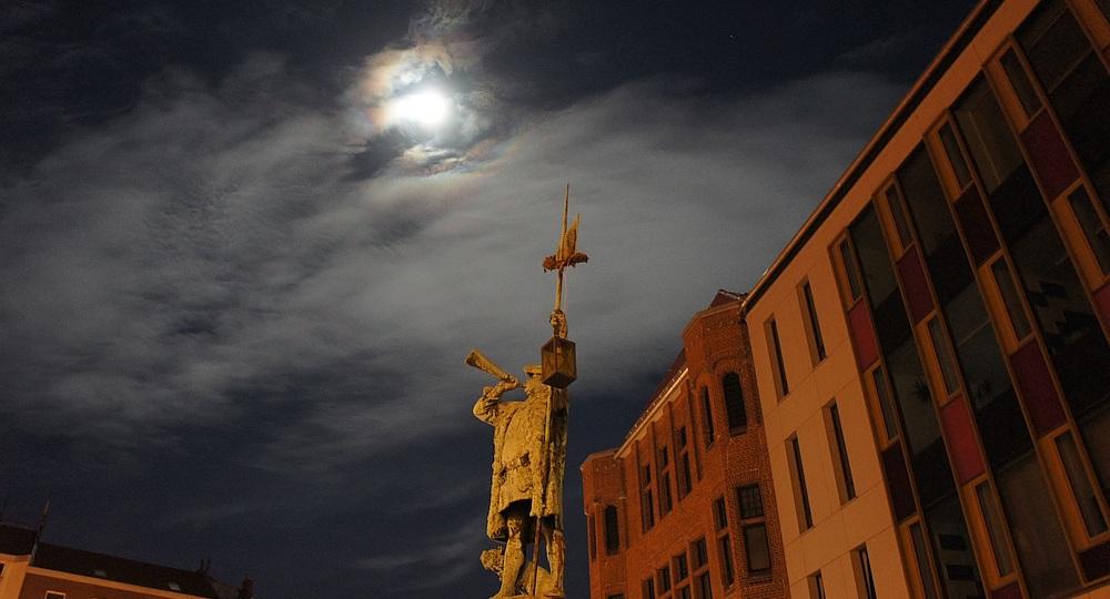 Nachtwächter Lindener Marktplatz im Mondschein